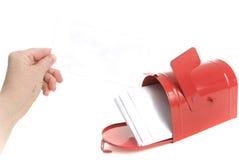 рука счета держит почту Стоковое Фото