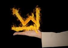 рука с значком огня диаграммы сверх Черная предпосылка Стоковое Фото