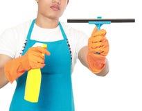 Рука с инструментом чистки окна стоковые изображения rf