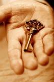 Рука с ключом Стоковое Изображение