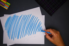 Рука с мелком Стоковое Фото