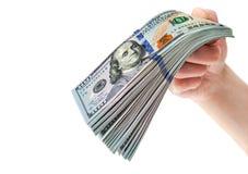 Рука с стогом 100 долларовых банкнот Стоковая Фотография