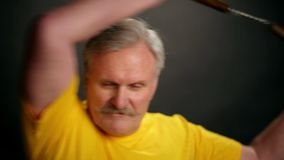 Рука с nunchacku Изолировано на белизне сток-видео