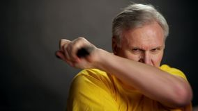 Рука с nunchacku Изолировано на белизне акции видеоматериалы