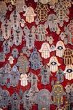 Рука талисмана Фатимы или Hamsa или Miriams вручают руку Мириам Талисман популярный повсеместно в Ближний Восток и северный стоковые изображения