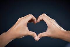 Рука формы влюбленности красивый человеком Стоковое Фото