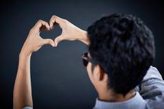 Рука формы влюбленности красивый человеком Стоковое фото RF