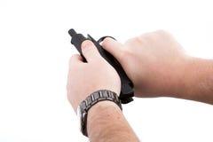 Рука человека держа пистолет Makarov Стоковые Фотографии RF