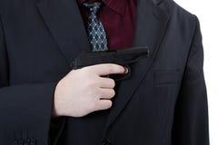 Рука человека держа пистолет Makarov 2 Стоковое фото RF
