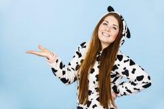 Рука шаржа пижам женщины нося открытая Стоковая Фотография