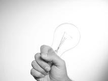 рука шарика держа раскаленный добела свет Стоковые Фотографии RF