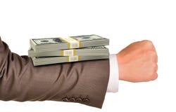 Рука Businessmans с деньгами Стоковые Фотографии RF