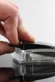 Рука c читателя карточки Стоковые Изображения