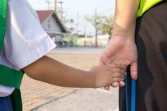 Рука clashp ребенка Стоковое Изображение