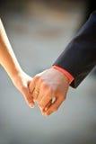 рука groom невесты Стоковые Фотографии RF