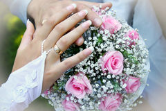 рука groom невесты Стоковое фото RF