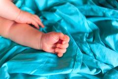 Рука newborn младенца Стоковое фото RF