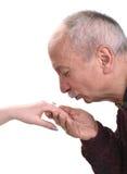 Рука ` s женщины старшего человека целуя Стоковые Изображения