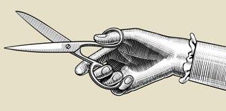Рука ` s женщины с ножницами иллюстрация вектора
