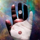 Рука Yin Yang иллюстрация вектора