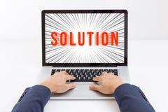 Руки бизнесмена печатая портативный компьютер Стоковое фото RF