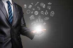 Руки бизнесмена с значками дела doodle Жулик связи Стоковая Фотография
