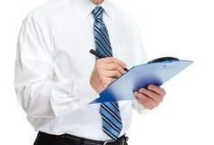 Руки бизнесмена с доской сзажимом для бумаги Стоковое фото RF