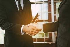 руки бизнесмена трястия 2 Стоковые Изображения RF