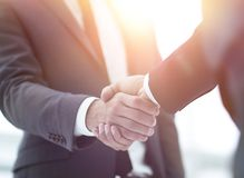 руки бизнесмена трястия 2 Стоковые Фотографии RF
