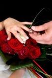 руки букета над венчанием Стоковые Фотографии RF