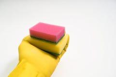 Руки в желтых резиновых перчатках на белой предпосылке Стоковые Фото