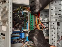 Руки в перчатках с RAM Стоковые Изображения RF