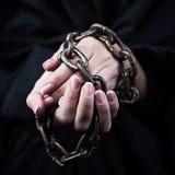 Руки в цепях стоковые фотографии rf