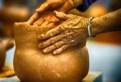Руки гончара Стоковая Фотография RF