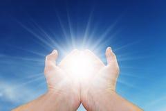 руки греют на солнце ваше Стоковое Изображение