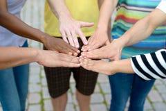 Руки группы людей касающие в круге Стоковые Фото
