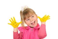 руки девушки цвета держат покрашено которые желтеют стоковая фотография