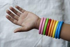 руки девушок молодые Стоковое Фото