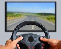 Руки держа рулевое колесо игры Стоковое Изображение