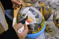 Руки детей делают шар стоковые фотографии rf