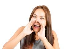 Руки девушки портрета азиатские приданные форму чашки вокруг рта h Стоковое фото RF