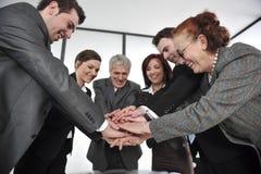 Руки деловых партнеров на верхней части стоковое фото