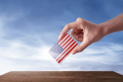 Руки женщины в избрании передадут ее голосование Стоковые Изображения RF