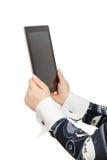 Руки женщины держат цифровую таблетку Стоковое Фото
