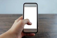 Руки женщины используя умный телефон на офисе Стоковое Изображение RF