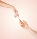 Руки женщины и человека Стоковые Изображения RF