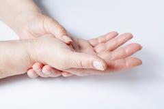 Руки женщины над белой предпосылкой Стоковое Изображение