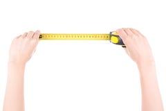 Руки женщины при измеряя лента изолированная на белизне Стоковые Фото