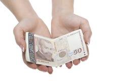 Руки женщины с деньгами стоковое фото