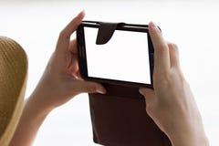 Руки женщины фотографируя с мобильным телефоном Стоковые Фото